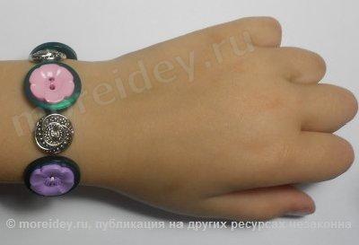 Цветочный браслет из пуговиц