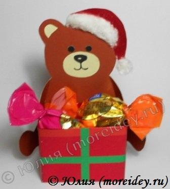 Новогодняя поделка из картона «Медвежонок с подарком» - пошаговый мастер-класс