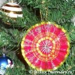 Новогодние игрушки из фантиков (из бросового материала)