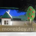 Двор с домиком — поделка из картона