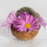 Поделки из ореховой скорлупы: корзинка с цветами