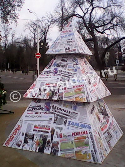 Необычные елки. Елочка из газет
