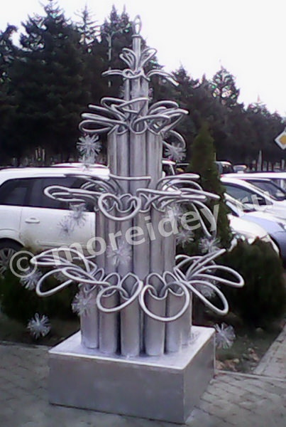 Необычные елки. Елочка из металлических труб