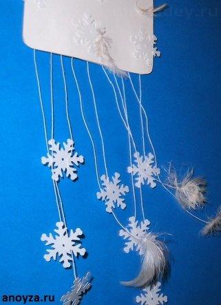Новогодний мобиль со снежинками своими руками