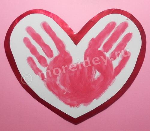 Сердечко из отпечатков ладошек