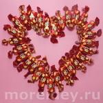 Сердце — валентинка из конфет своими руками