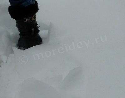 наст на снегу - ломающийся под ногами лед