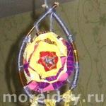 Поделка - подвеска из веточек, ниток и ткани