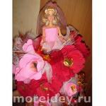 Кукла в платье из конфет и цветов