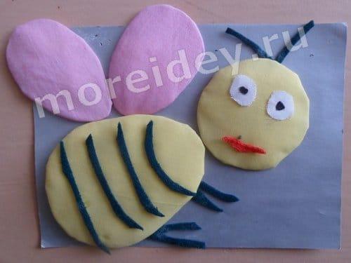 Детская поделка из ткани панно пчелка