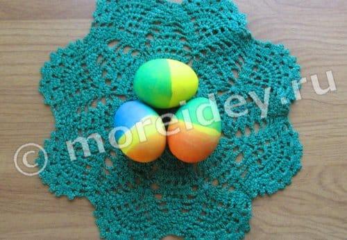 окраска пасхальных яиц