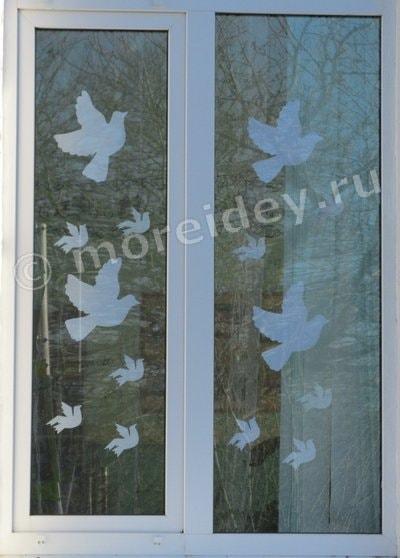 украшение окон голубями 9 мая