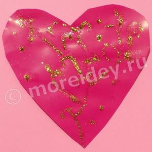 Поделка к 14 февраля: картонное сердечко с блестящим узором