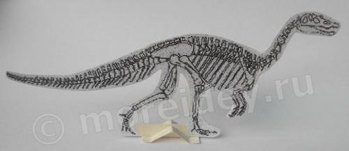 Скелет динозавра из картона