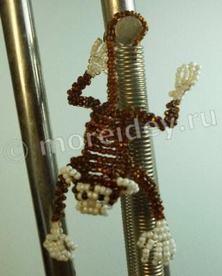 Объемная обезьянка из бисера