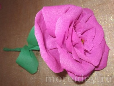 МК Роза из гофрированной бумаги своими руками