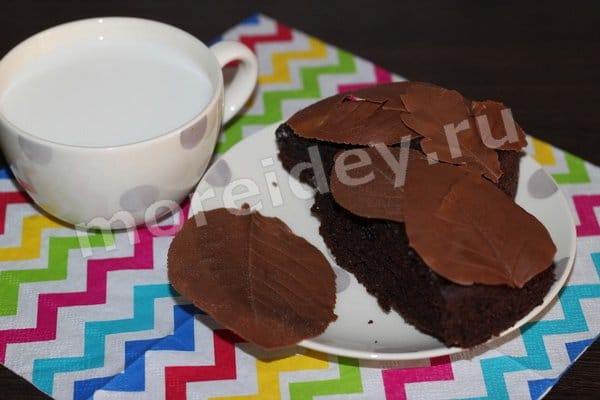 украшение торта шоколадными листьями