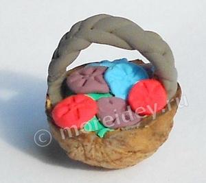 корзинка - поделка из скорлупы грецкого ореха