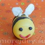 Поделки из киндер-сюрпризов: пчелка