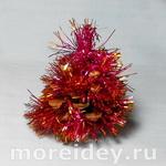 Новогодняя елочка из шишки - простая поделка для малышей