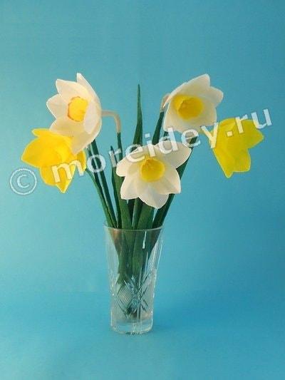 Цветы нарциссы из гофрированной бумаги