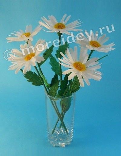 Цветы ромашки из гофрированной бумаги
