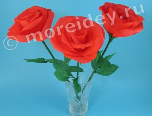Цветы розы из гофрированной бумаги