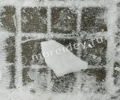Зимние иры для детей на улице - лед в форме птички
