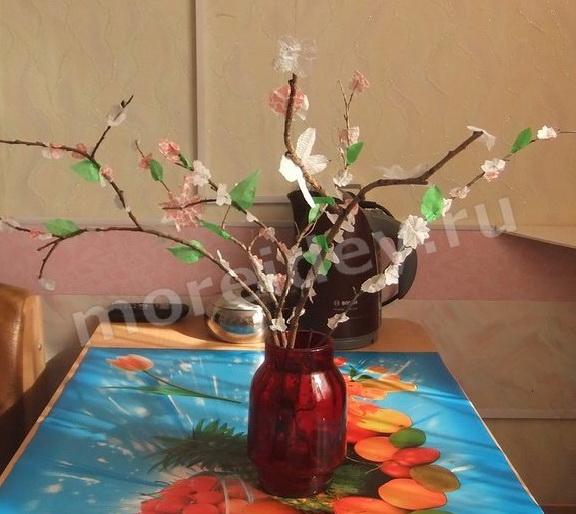 Детская весенняя поделка своими руками: цветущая веточка