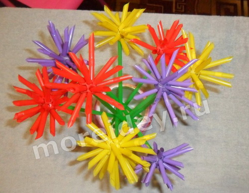 Как сделать букет из разноцветных цветочков астрочек своими руками