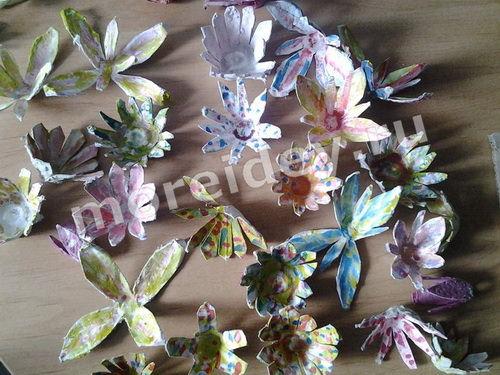 Цветы из яичного лотка своими руками