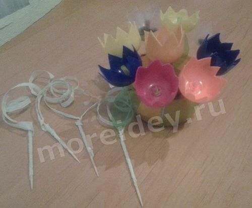 Цветы из бросового материала, цветы из киндеров своими руками мастер-класс с пошаговыми фото