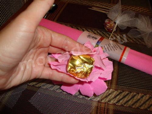 Как сделать цветы для букета из конфет мастер класс с фото