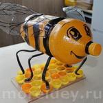 Пчелка — поделка из пластиковых бутылок. Вариант 2