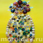 Цветы в вазочке — мозаика из пуговиц