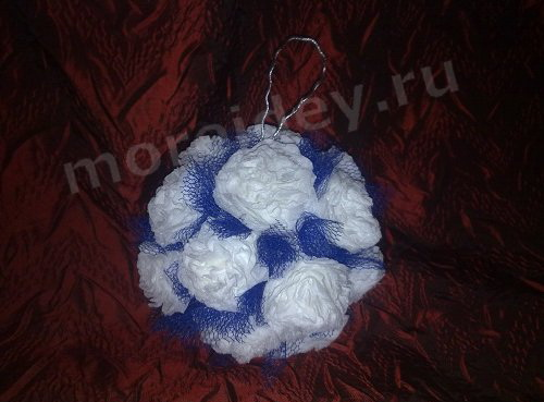 Как делать поделки из салфеток: поделка Цветочный шарик