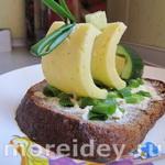 Праздничный бутерброд-кораблик и мороженое из банана