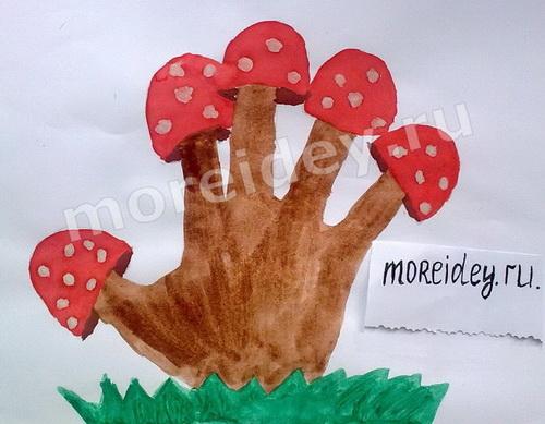 Деревья и растения из ладошек: рисунок из ладошек грибы мухоморы