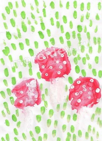 Рисунки ладошками: грибы мухоморы