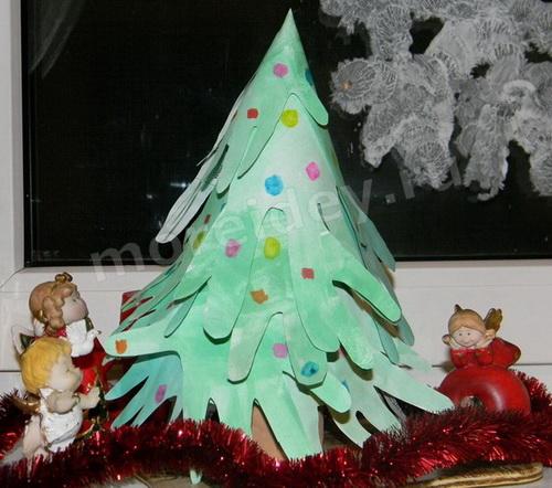 Поделки из ладошек к Новому году: поделка из ладошек объемная елочка