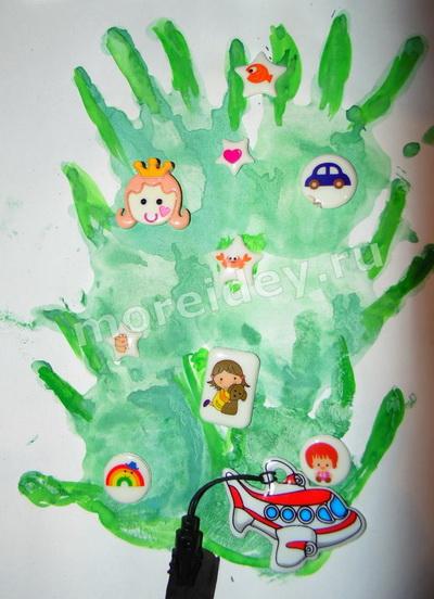 Новогодняя елочка - рисунок ладошками