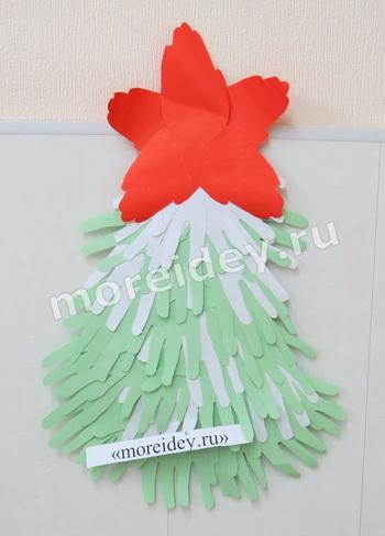 Елочка - новогодняя поделка из бумажных ладошек