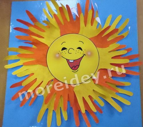Солнышко - поделка из ладошек