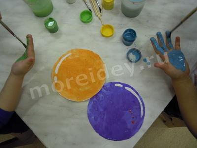 Поделки и рисунки ладошками: гирлянда из ладошек