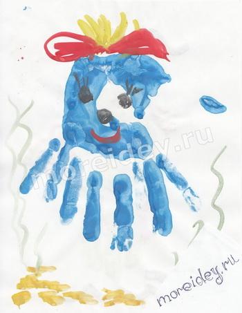 Детский рисунок ладошками осьминог