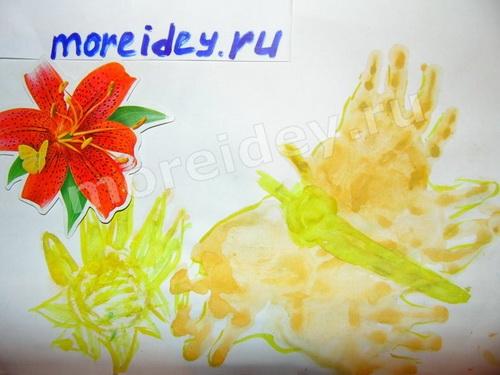 бабочка и цветок - рисунок ладошками