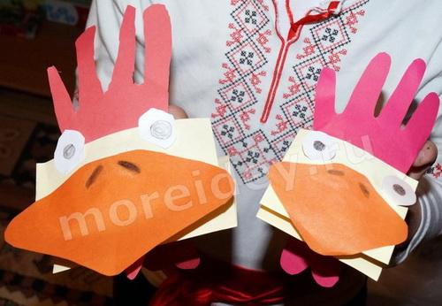 Птицы из ладошек: детская поделка из бумаги петушки