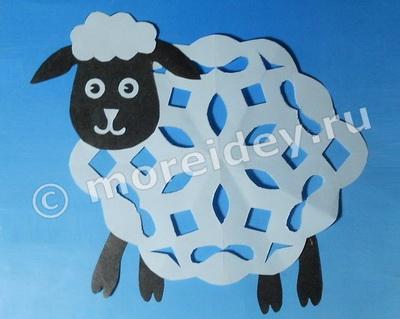 Оригинальная поделка - овечка (вытынанка)