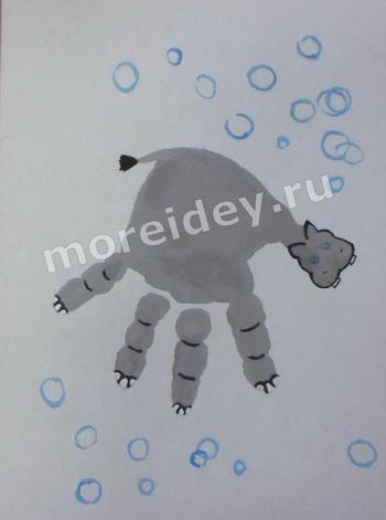 Бегемот - рисунок отпечатком ладошки