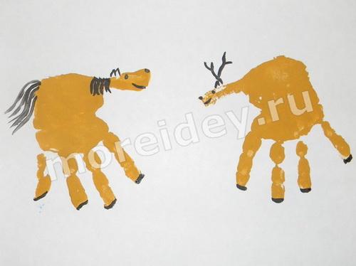 Лошадь и олень - рисунки из ладошек